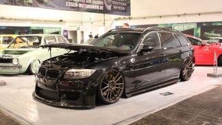 BMW Serie 3 con morro modificado al estilo  M y llantas de 20 pulgadas de ADV.