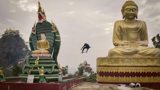 volando birmania skate imagenes