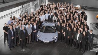 McLaren fabrica más de 10.000 coches foto equipo