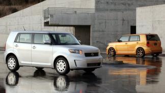 4 coches con diseños de tipo cubo