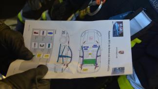 Bomberos cortan nuevo Porsche Panamera hoja rescate
