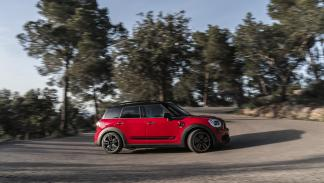 Mini-John-Cooper-Works-Countryman-lateral