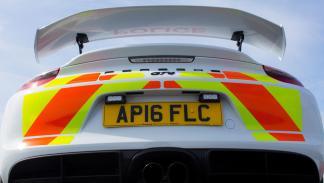 Porsche Cayman GT4 policía británica zaga