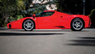 subasta Ferrari Enzo Rosso Scuderia perfil