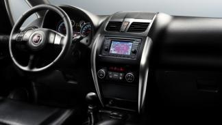 Fiat-Sedici-2012-salpicadero