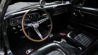Shelby Mustang GT350-H de 1966 habitáculo