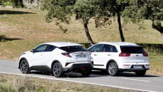 Comparativa Kia Niro contra Toyota C-HR zaga