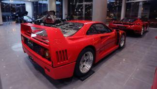Superdeportivos Ferrari en concesionario de Arabia Saudi