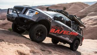 Nissan Titan XD PRO-4X Project Basecamp obstáculo
