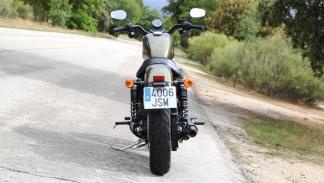 Prueba-Harley-Davidson-Iron-883-2017-estática-trasera