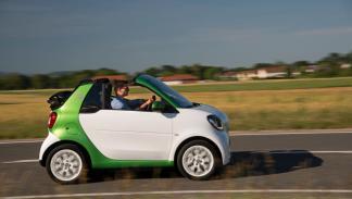 smart fortwo electric drive cabrio movimiento lateral