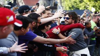 Fernando Alonso, con fans