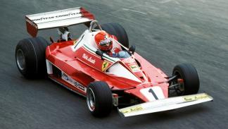 Niki Lauda, en su regreso tras el accidente del GP Alemania 1976. Volvió en Italia 40 días después