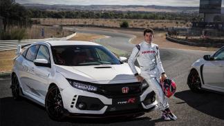 Márquez, Pedrosa y Bou reciben su nuevo Honda Civic Type R 2017 en el Jarama.