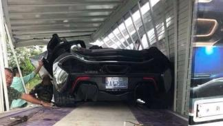 McLaren P1 accidente camión transporte