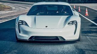 Porsche Mission E en circuito