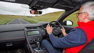 Al volante del Jaguar E-Pace
