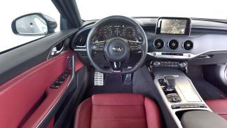 Kia Stinger vs Audi S5 Sportback y Jaguar XE S