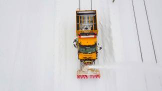 Mercedes Unimog U 427 quitanieves ferroviario