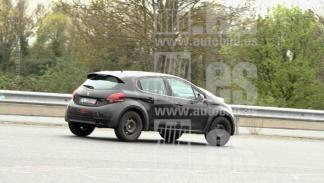 Peugeot 2008 2020 fotos espía