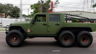 Jeep Wrangler de seis ruedas