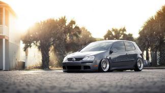VW Golf con llantas OTT
