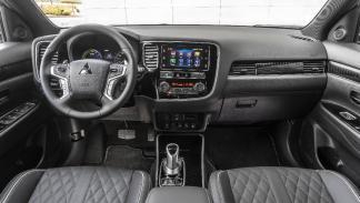 Interior del Mitsubishi Outlander Phev 2019