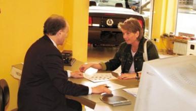 Casi el 40 por ciento de los españoles compraría un coche 'low cost' en 2011