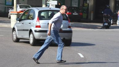 Un 37,4% de los peatones muertos en accidente no cruzaba por una intersección
