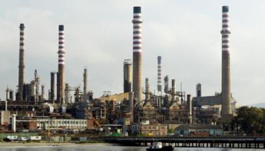 La CE quiere penalizar los carburantes que más contaminan