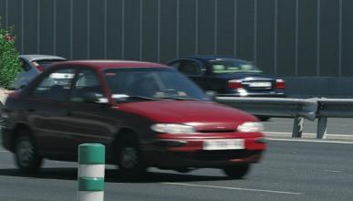 Declara por conducir sin carné y se va en coche