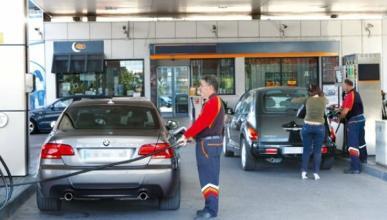 El precio del combustible vuelve a caer