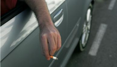 El 53% de los conductores prohibiría fumar al volante