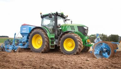 Peligro: tractores en la carretera