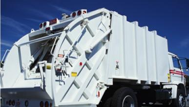 Muere un conductor al chocar con un camión de la basura