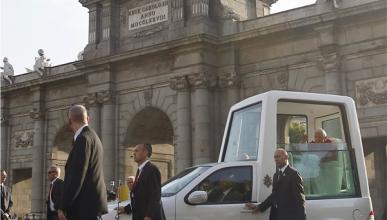 El Papa, denunciado por no llevar el cinturón de seguridad