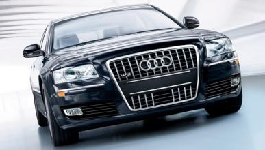 Cospedal recauda 300.000 euros por la subasta de 52 coches