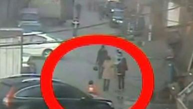 Una niña china es atropellada en Wenzhou y salva su vida