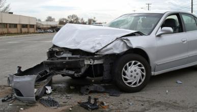 Aseguradora paga reparación del coche de un conductor ebrio