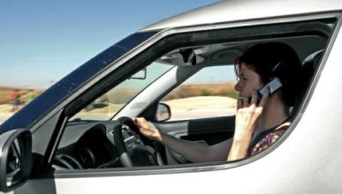 Las 10 distracciones al volante más frecuentes