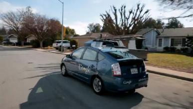 Google prueba su coche automático con un invidente