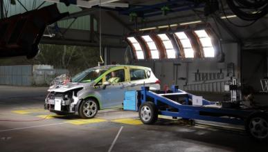 El Ford B-Max, sin pilar B, supera los 'crash test'
