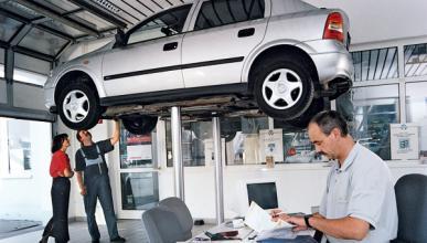 Las reparaciones de coches caen en 2012 un 4%