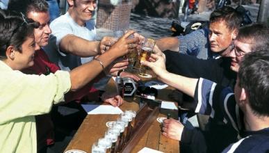 Tres amigos detenidos por dar positivo en alcohol en Ibiza