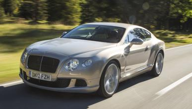 Pierde su Bentley tras intentar atravesar una riada