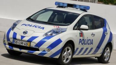 Suspendidos 6 meses por bailar en el coche patrulla