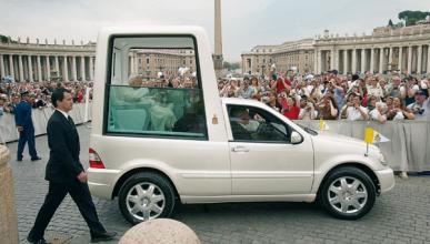 El 'papamóvil' de Benedicto XVI se subastará en Internet