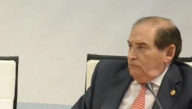El presidente de la Federación de Automovilismo, sin carné