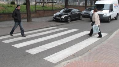 Dispara a un coche por no parar en un paso de peatones