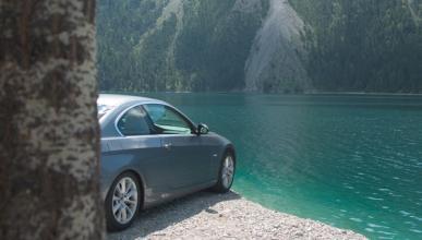 ¿Cómo acabar con un coche dentro de un lago?
